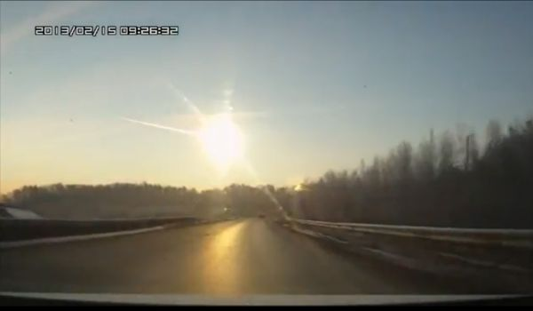 Screenshot YouTube: Meteor explosion Russia February 15, 2013